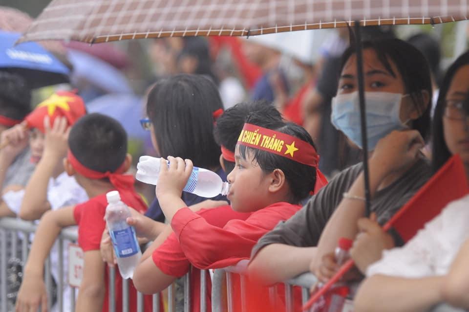 U23 Việt Nam đã đáp xuống Nội Bài trong vòng vây người hâm mộ-10