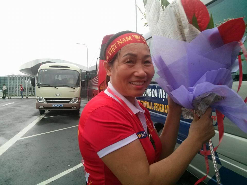 U23 Việt Nam đã đáp xuống Nội Bài trong vòng vây người hâm mộ-11