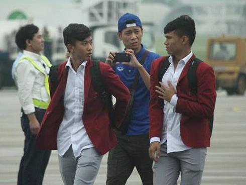U23 Việt Nam đã đáp xuống Nội Bài trong vòng vây người hâm mộ-4