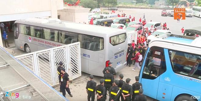 U23 Việt Nam bất ngờ đổi lịch trình di chuyển, nhiều fan mừng hụt vì không được gặp thần tượng-10