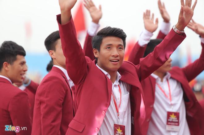 U23 Việt Nam lên sân khấu nhận hoa của Ban tổ chức-2
