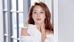 Kim Hee Sun được khen hết lời với ngoại hình ngày một trẻ đẹp