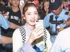 Dara (2NE1) trẻ trung bất ngờ ở tuổi 33, quay phim fan Việt ở sân bay