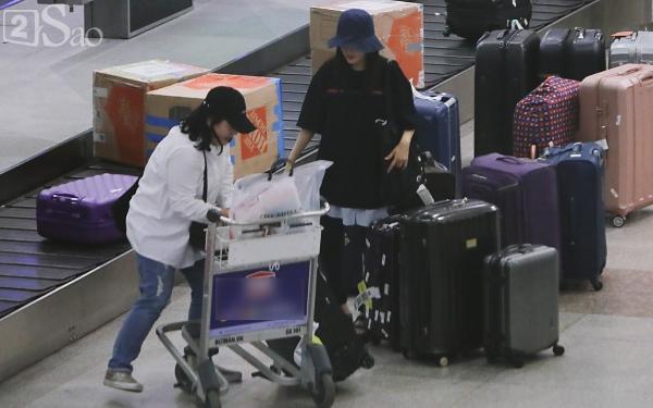 Chật vật lắm mới thoát vòng vây người hâm mộ, Hyomin vẫn nhiệt tình cười vẫy chào fan Việt-2