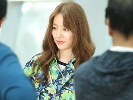 'Thái tử phi' Yoon Eun Hye xinh đẹp trở lại sau 3 năm vì scandal đạo nhái