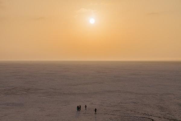 Sa mạc muối khổng lồ của Ấn Độ hút khách nhờ vẻ siêu thực-3