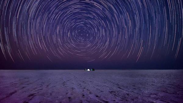 Sa mạc muối khổng lồ của Ấn Độ hút khách nhờ vẻ siêu thực-5