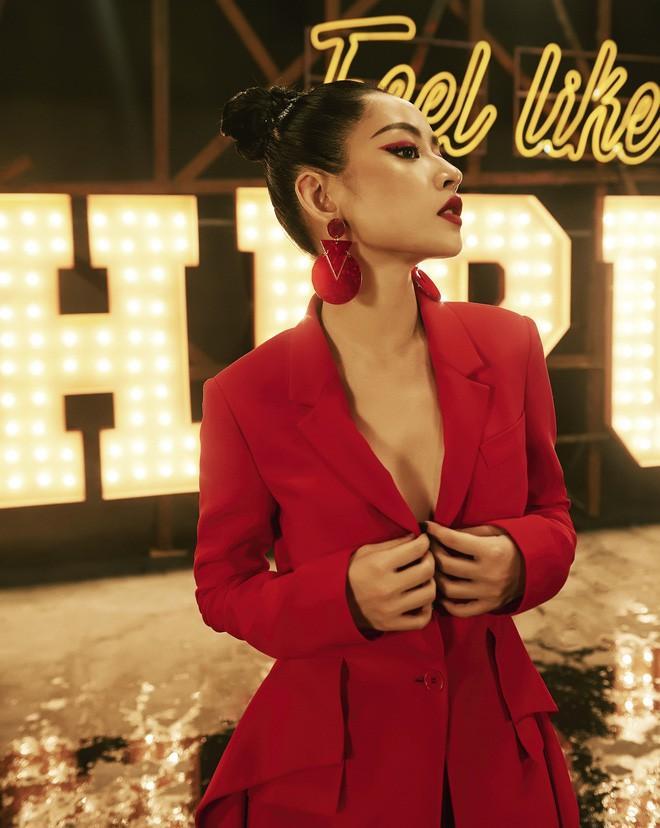 Chi Pu thả rông quằn quại trong đầm ren mỏng xuyên thấu, bắt chước gái hư Lolita khiến fan choáng váng-12