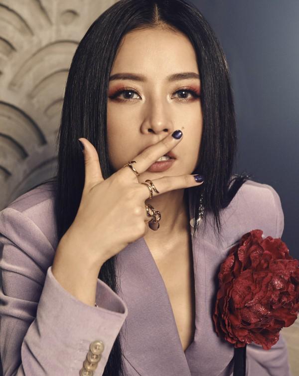 Chi Pu thả rông quằn quại trong đầm ren mỏng xuyên thấu, bắt chước gái hư Lolita khiến fan choáng váng-13