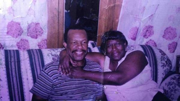 Người đàn ông 90 tuổi mỗi ngày đi 20km đến thăm vợ, chứng minh tình yêu luôn vĩnh cửu-1