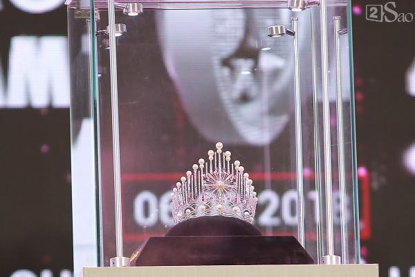 Đỗ Mỹ Linh: Tôi muốn đội vương miện hoa hậu thêm vài năm nữa-8