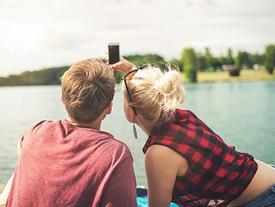 5 chòm sao chẳng cần tìm kiếm người yêu, yêu luôn bạn thân mới là sự lựa chọn hoàn hảo nhất