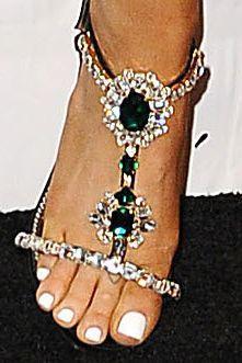 Mắt tròn mắt dẹt với bộ sưu tập hơn 20 hình xăm lớn nhỏ của Ariana Grande-7