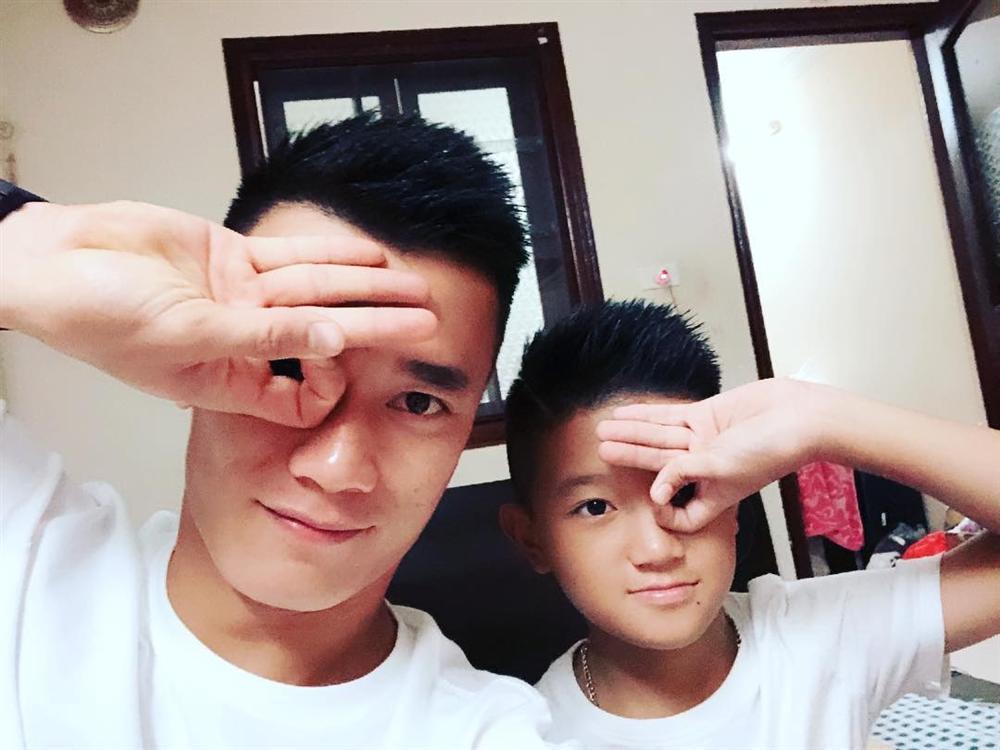 Không chỉ Xuân Trường, loạt cầu thủ U23 Việt Nam cũng bị trào lưu Dele Challenge làm cho xoắn não-4