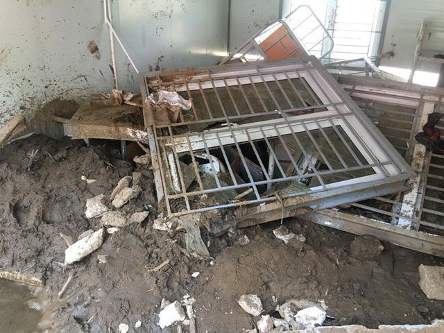 Thanh Hóa: Vừa ngủ dậy, lũ ập đến, gần 50 học sinh tháo chạy-6