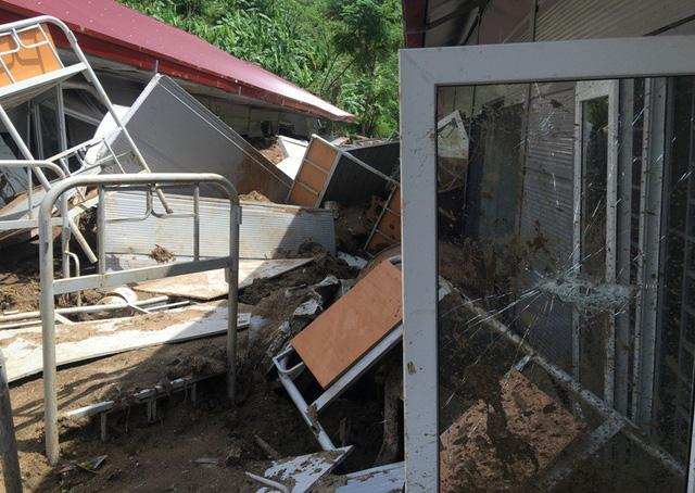 Thanh Hóa: Vừa ngủ dậy, lũ ập đến, gần 50 học sinh tháo chạy-7