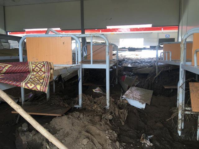 Thanh Hóa: Vừa ngủ dậy, lũ ập đến, gần 50 học sinh tháo chạy-11