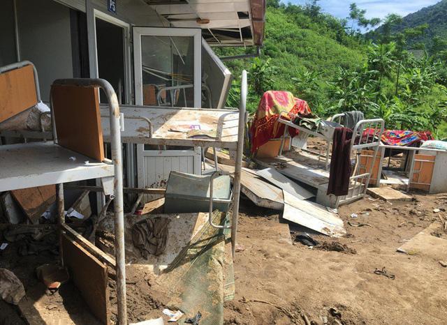 Thanh Hóa: Vừa ngủ dậy, lũ ập đến, gần 50 học sinh tháo chạy-12