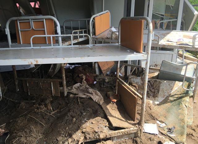 Thanh Hóa: Vừa ngủ dậy, lũ ập đến, gần 50 học sinh tháo chạy-13
