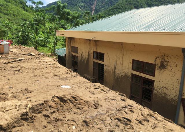 Thanh Hóa: Vừa ngủ dậy, lũ ập đến, gần 50 học sinh tháo chạy-14