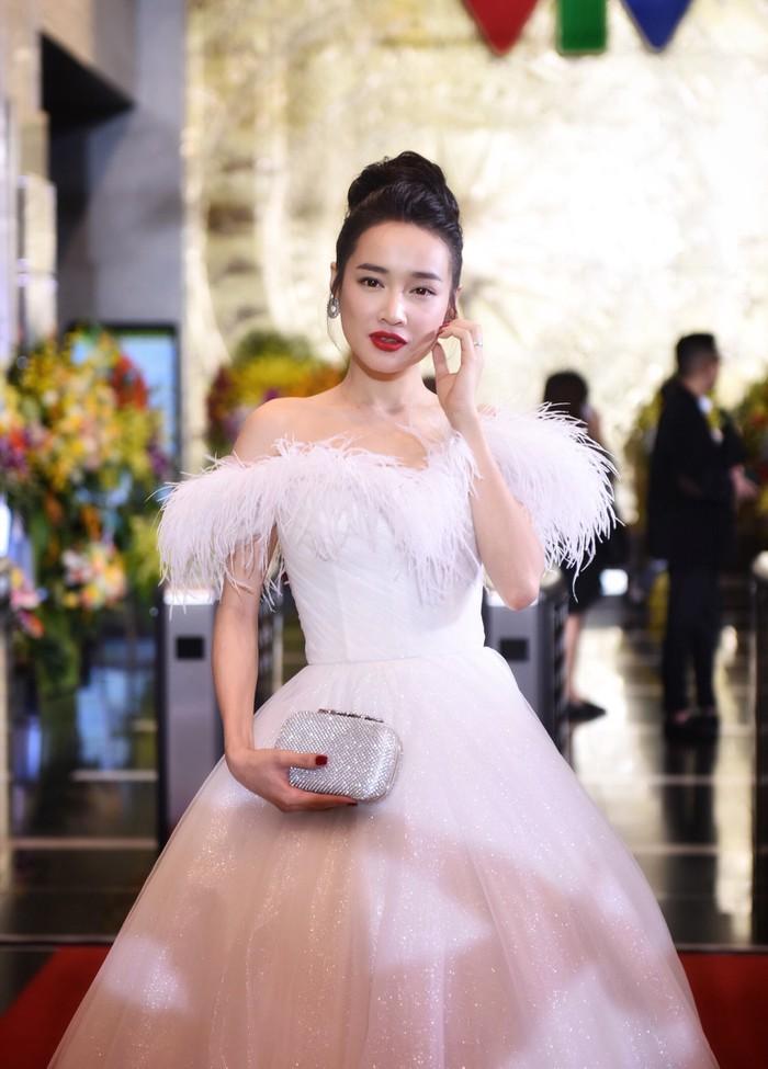 Nhã Phương, Bảo Thanh rạng rỡ trên thảm đỏ VTV Awards 2018-1