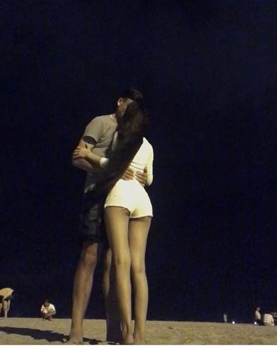Chỉ với một bản cover, các thánh soi phát hiện ra thủ môn Đặng Văn Lâm đã chia tay bạn gái hot girl?-1
