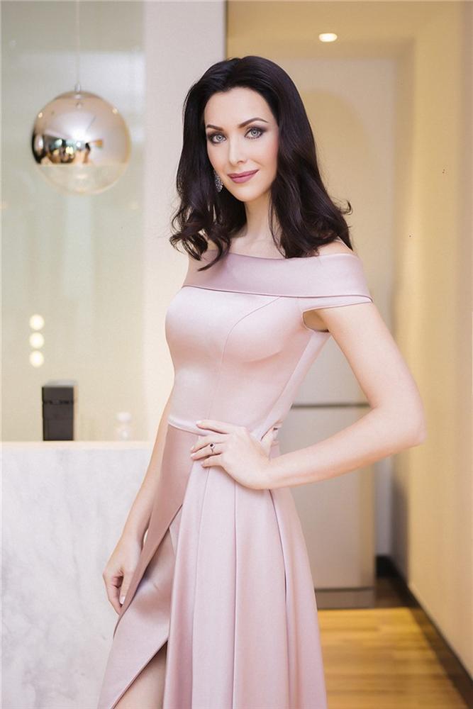 Không hổ danh Hoa hậu Hoàn vũ, Natalie Glebova vừa xuất hiện đã lấn át vẻ đẹp của Kỳ Duyên và Hương Giang-4