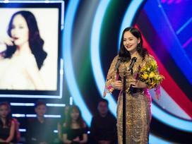 Xuất hiện rạng rỡ sau khi sinh, Lan Phương lần đầu nhận giải thưởng lớn từ vai phản diện