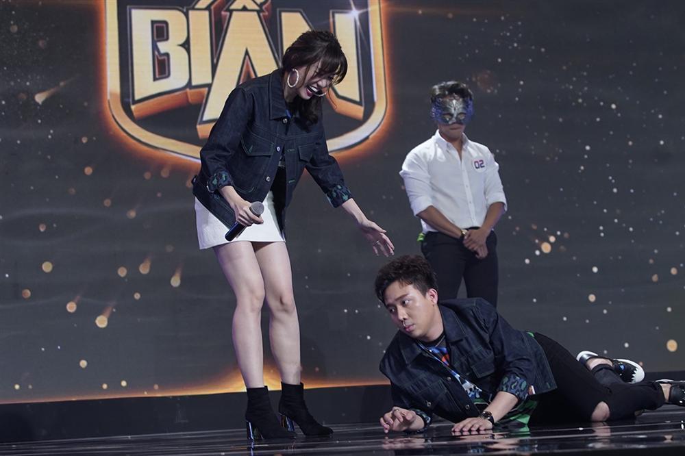 Mê trai đẹp, Hari Won liên tục hãm hại Trấn Thành khiến ông xã mặt cắt không còn giọt máu-1