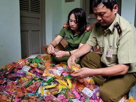 Thu giữ gần 2.000 bánh trung thu siêu rẻ nhãn mác Trung Quốc