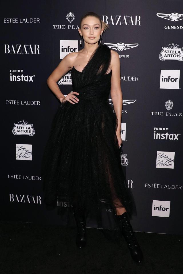 Bella Hadid mặc quá táo bạo, Christina Aguilera thành thảm họa-5
