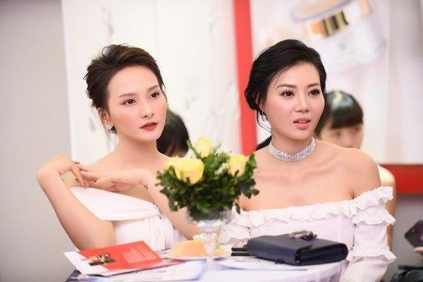 Gái ngành Quỳnh búp bê Thanh Hương cùng Bảo Thanh gây chú ý vì gương mặt khác lạ-10