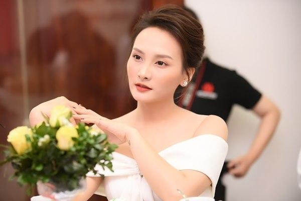 Gái ngành Quỳnh búp bê Thanh Hương cùng Bảo Thanh gây chú ý vì gương mặt khác lạ-11