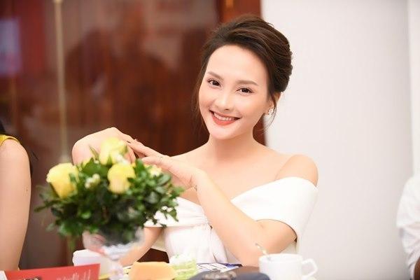 Gái ngành Quỳnh búp bê Thanh Hương cùng Bảo Thanh gây chú ý vì gương mặt khác lạ-12