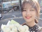 Kim Yoo Jung đăng ảnh rạng rỡ, chăm chỉ làm việc để hồi phục sức khoẻ