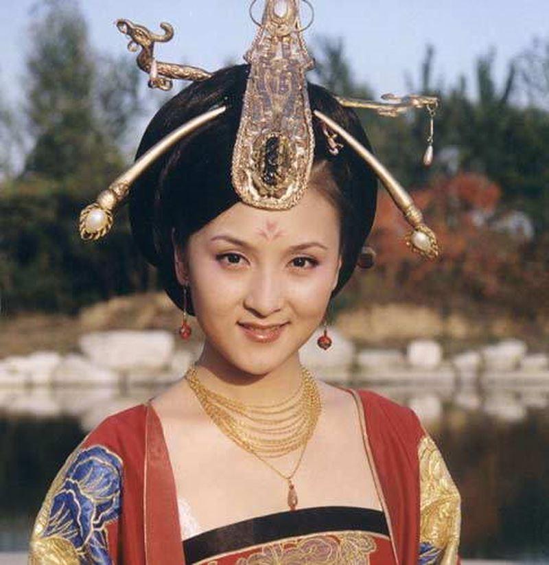 Cô em gái đáng ghét của Triệu Vy và Lâm Tâm Như trong Tân dòng sông ly biệt bây giờ ra sao?-4