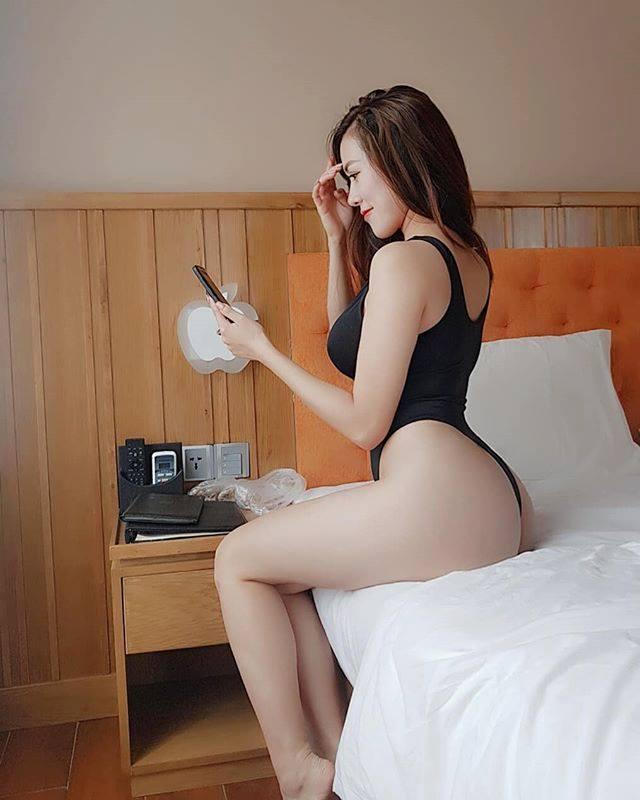 Hotgirl ngực khủng Mai Thỏ tung clip hậu trường chụp ảnh bán nude đốt mắt người nhìn-1