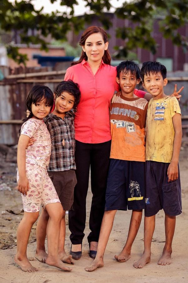Vpop tháng 9: Thu Minh giàn giụa nước mắt, Phi Nhung hát về nạn bỏ con, Miu Lê làm MV như phim kinh dị-3