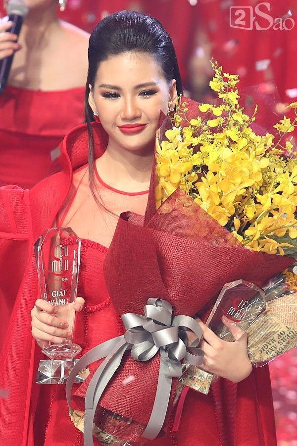 Quá khứ thi hoa hậu lạ đời của Bùi Quỳnh Hoa trước khi đoạt Quán quân Siêu mẫu Việt Nam 2018-2