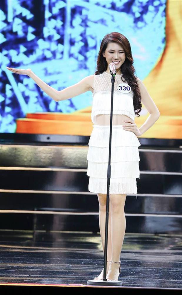 Quá khứ thi hoa hậu lạ đời của Bùi Quỳnh Hoa trước khi đoạt Quán quân Siêu mẫu Việt Nam 2018-5
