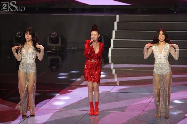 Hương Giang gầy gò trên sân khấu đêm Chung kết Siêu mẫu Việt Nam 2018-7