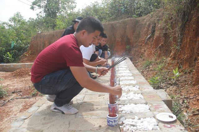 Quảng Trị:  Ba chàng trai trẻ tình nguyện lập nghĩa trang chôn cất các hài nhi xấu số-3