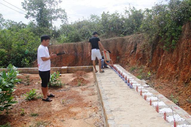 Quảng Trị:  Ba chàng trai trẻ tình nguyện lập nghĩa trang chôn cất các hài nhi xấu số-4
