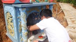 Quảng Trị:  Ba chàng trai trẻ tình nguyện lập nghĩa trang chôn cất các hài nhi xấu số