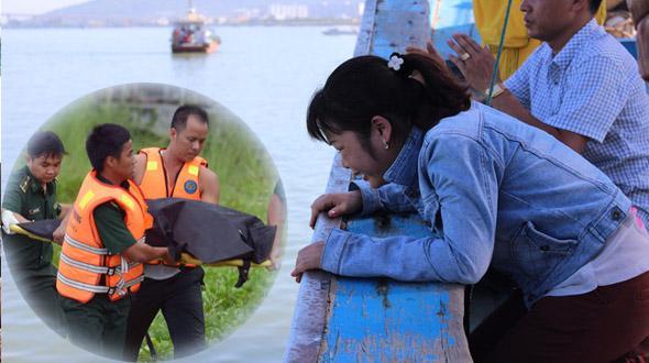 Bình Định: Tàu chìm, 10 ngư dân ôm can nhựa, cây gỗ chờ được cứu-3