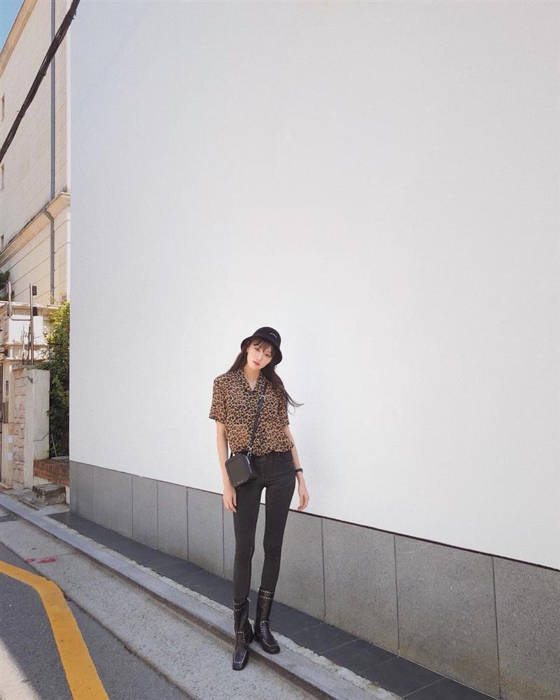 STREET STYLE sao Hàn: Dara bất ngờ đội nón lá check in Việt Nam - Jessica khoe body cực nuột với bikini-9
