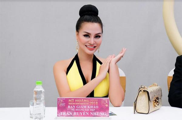 Nữ hoàng sắc đẹp Trần Huyền Nhung quyến rũ trên 'ghế nóng'-1