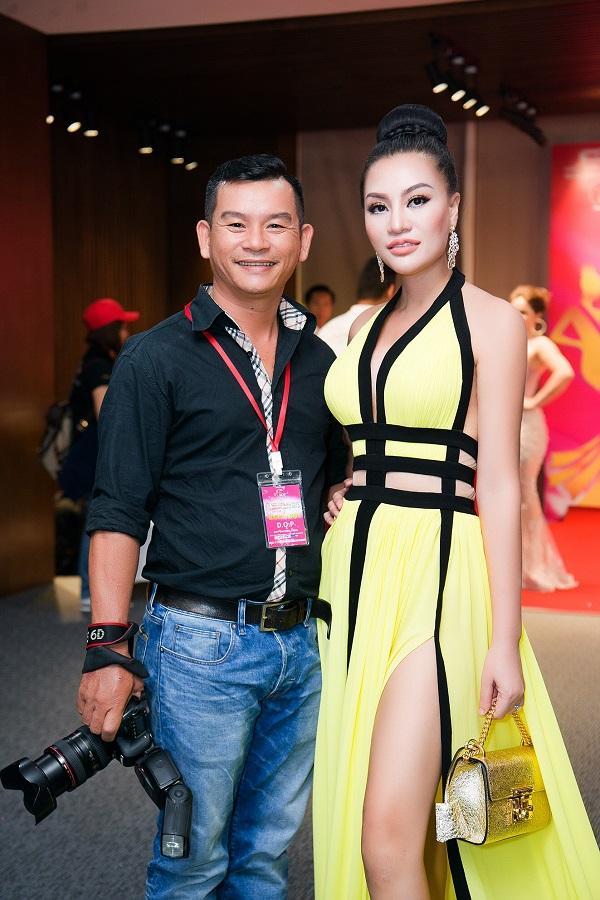 Nữ hoàng sắc đẹp Trần Huyền Nhung quyến rũ trên 'ghế nóng'-4