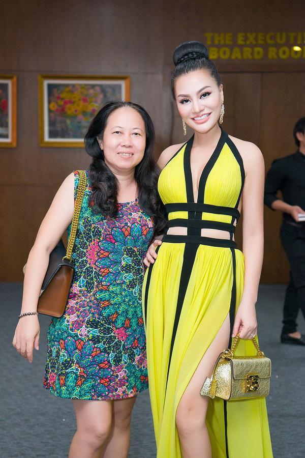 Nữ hoàng sắc đẹp Trần Huyền Nhung quyến rũ trên 'ghế nóng'-6