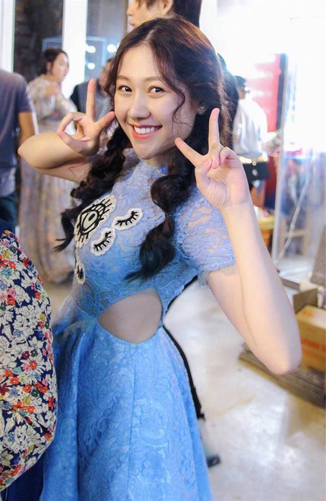 Chân dung em gái út xinh đẹp của MC Trấn Thành sắp tấn công showbiz-3